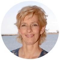 Dr. Andrea Gruszecki Headshot
